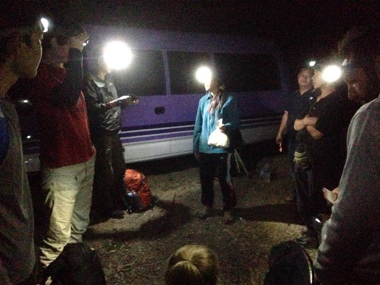 23:45. Приехали к подножью. Встретили наших гидов (двух). Получили по фонарику и по палке для трекинга. Выстроились в цепочку и пошли.